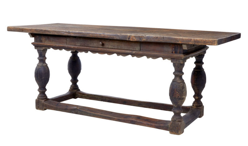 18TH CENTURY SCANDINAVIAN BAROQUE DINING TABLE