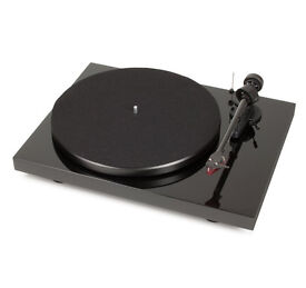 PROJECT DEBUT CARBON DC Black Turntable with PROJECT Phono Box MM Turntable Preamp