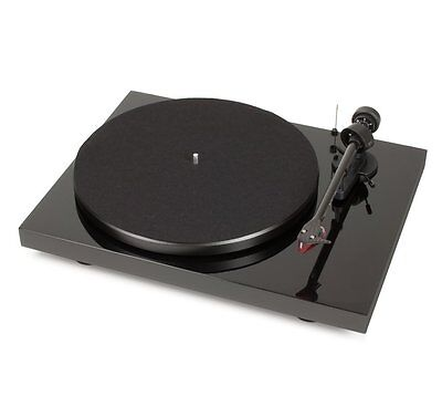 Pro-Ject - Debut Carbon with 2M Red Cartridge- (Black)