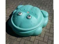 Frog sand pit