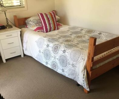 Bunk bed (king single) in good condition