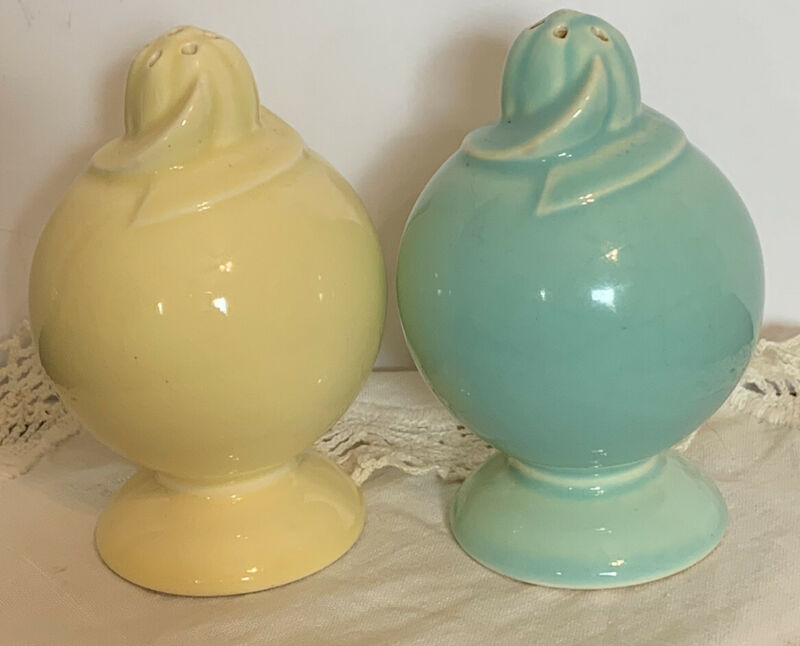 Vintage TS & T Taylor Smith LuRay Pastels Pair Salt/Pepper Shakers Blue & Yellow