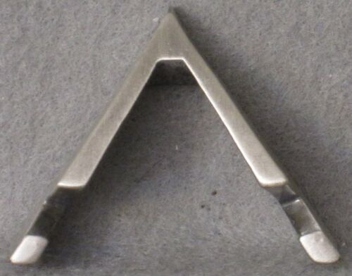 12 SILVER COLORED ARROW SHAPED GEOCACHING GEOCOIN DISPLAY STAND