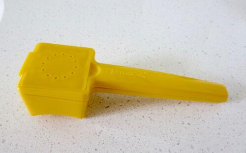 Vtg Tupperware Corn Hugger Butter Up w Built-in Salt Shaker Yellow #1465 USA