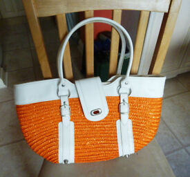 Attractive white leather effect and raffia type bag with inside zipped pocket
