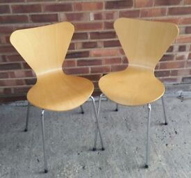 2 MOULDED PLY CHAIRS ON CHROME LEGS