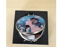 Beautiful Art Deco 20s style Ladies compact mirror/beauty product