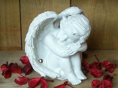 sitzender Engel mit LED Flügel, ca. 12,5 cm, Mod. A