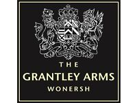 BAR/WAITING STAFF - flexible shifts - up to £7.50/hr plus great tips