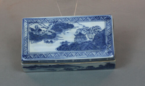 VINTAGE CHINESE BLUE AND WHITE PORCELAIN DRESSER BOX WITH LID