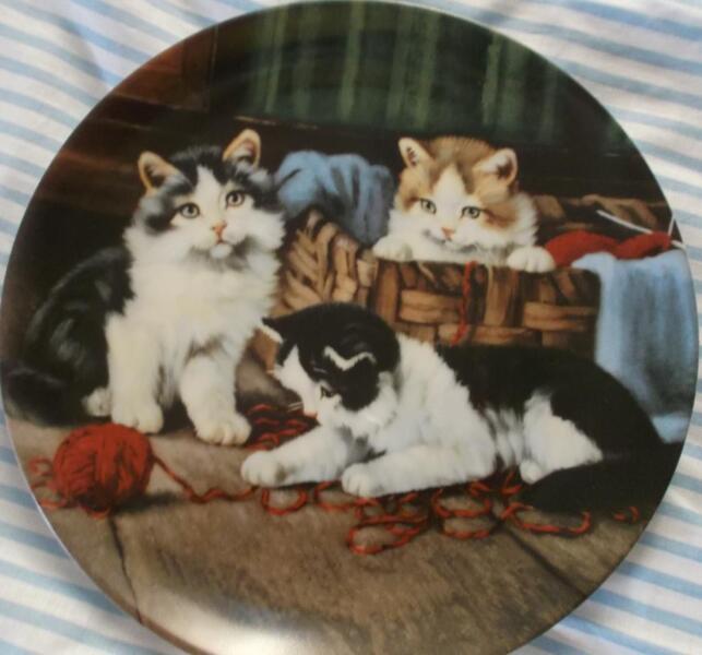 wandteller kaiser katzen mit wolle spielend in. Black Bedroom Furniture Sets. Home Design Ideas