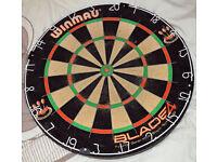 Winmau Blade 4 Dartboard with lightweight darts