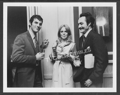Photo~ DARK SHADOWS ~1960s TV ~Joel Crothers ~Lara Parker ~Humbert Allen Astredo