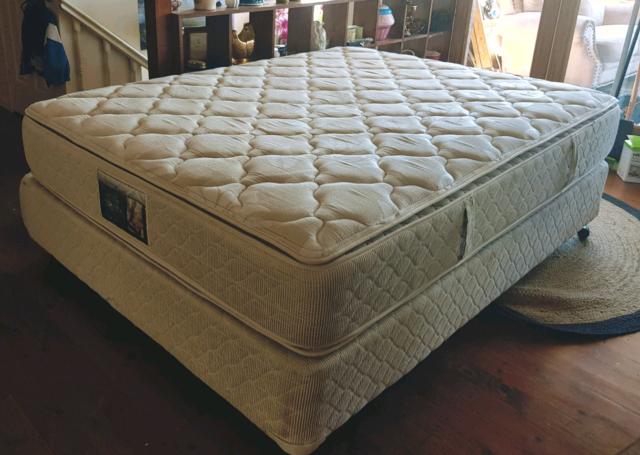 Beautyrest  Queen base + mattress  | Beds | Gumtree Australia Liverpool Area - Casula | 1174542657