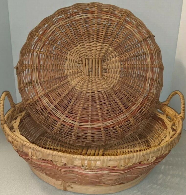 Vintage handwoven Large BOHO wicker basket with lid and handles,covered,harvest