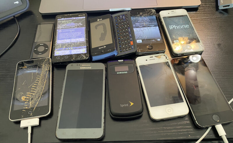 Lot of 14 mobile devices for parts/repair - Apple Samsung LG HTC Motorola