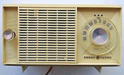 1966 Vintage Ge General Electric Solid State Tabletop Am Radio Model T1175b