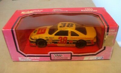 Elton Sawyer  38 Ford Credit 1994 Racing Champions 1 24 Scale Die Cast