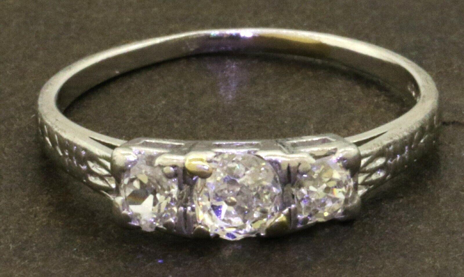 Peacock Platinum elegant 0.52CT VS diamond 3-stone wedding ring size 6