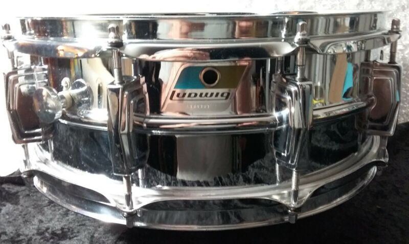 1970s LUDWIG SUPRAPHONIC. Serial #1686393. 10 lug. Mint! New heads and snares.