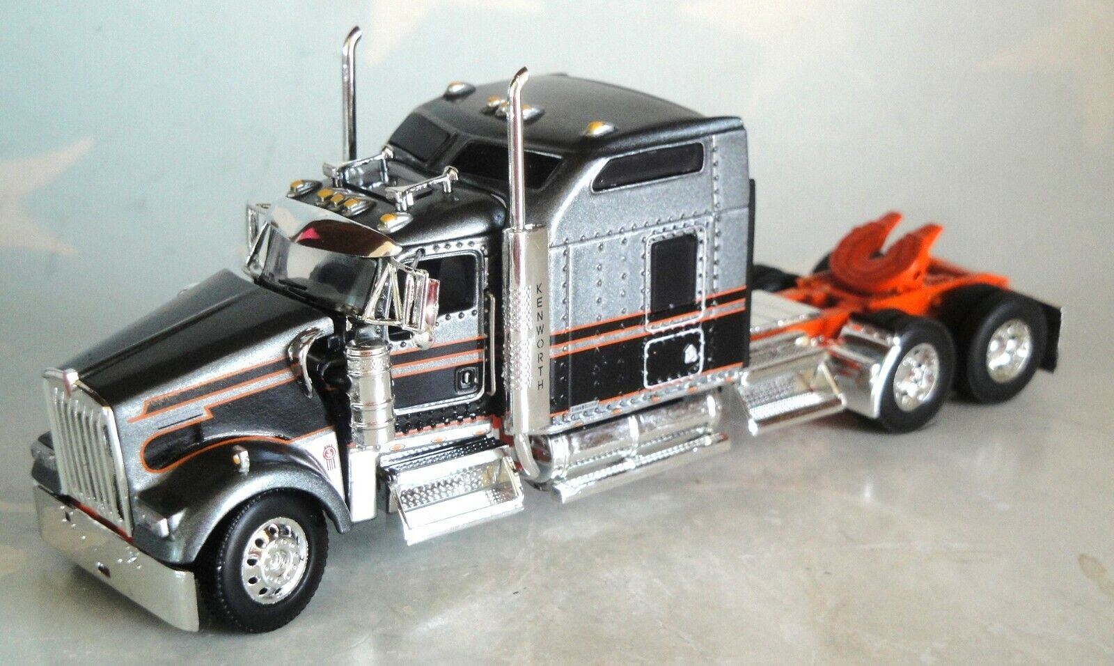 "DCP GREY BLACK KW W900 86"" SLEEPER CAB 60-0790"