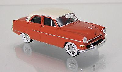 Der BREKINA 20687 Opel Master, lachsrot mit weißem Dach