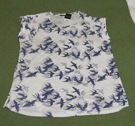 NEW Women's Swallow Print Top - size 30/32 - 'YOURS' with label