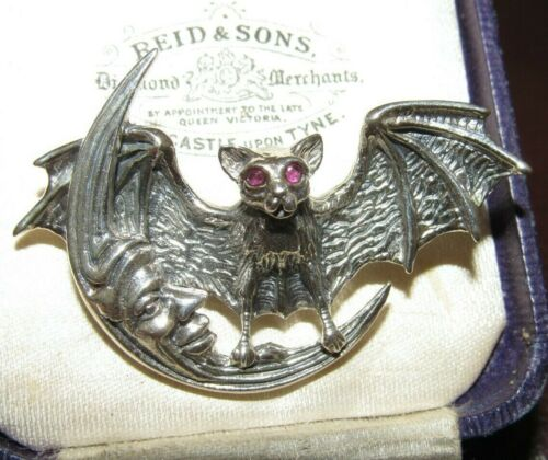 STERLING SILVER RUBY EYE BAT CRESCENT HALLOWEEN BROOCH PIN WICCA GOTHIC PAGAN
