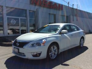 2014 Nissan Altima 2.5 SL ULTRA-LOW MILEAGE!