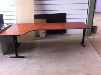 Work table McGraths Hill Hawkesbury Area Preview