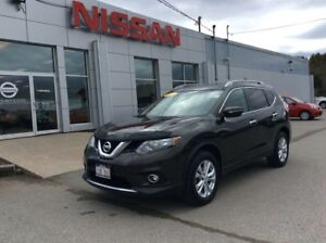 2015 Nissan Rogue SV AWD FRESH TRADE! LOW MILEAGE!