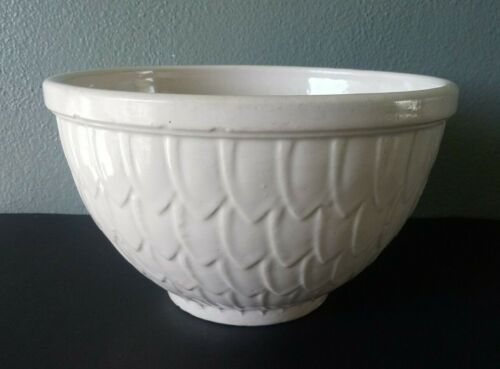 """McCOY POTTERY - IVORY WHITE FISH SCALE 9"""" MIXING BOWL"""