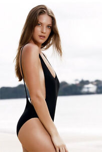 BLACK ONEPIECE SWIMSUIT