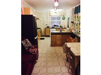 ALL BILLS INCLUDED-DOUBLE BEDROOM TO SHARE IN A BEAUTIFUL PROFESSIONAL HOUSE
