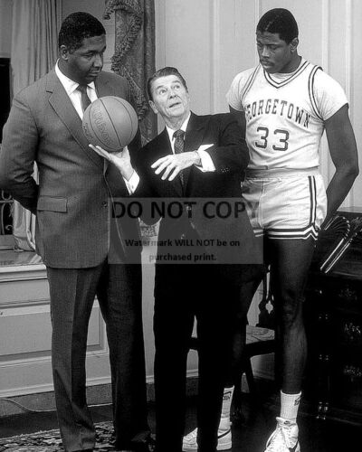 RONALD REAGAN w/ JOHN THOMPSON & PATRICK EWING GEORGETOWN - 8X10 PHOTO (BB-648)