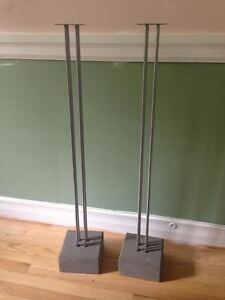 Set of speaker stands with cement base  $40
