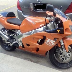 Suzuki GSX-R 750 SRAD is in great condition