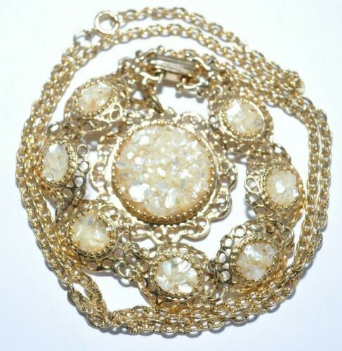 LOVELY VINTAGE NATURAL MOTHER OF PEARL DEMI PARURE