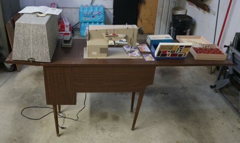 KENMORE SEWING MACHINE MOD 88- Mint!! ORIGINAL PAPERWORK INCLUDED