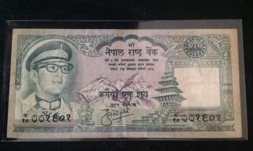 RARE !! NEPAL RS 100 BANKNOTE KING BIRENDRA IN MILITARY DRESS SIG.# 9 P 26 USED