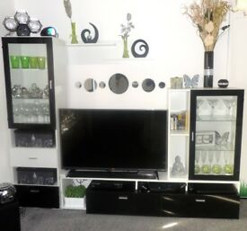 FOR SALE LIVING ROOM FURNITURE SET WHITE AND BLACK GLOSS