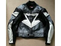 DAINESE SIZE 56 GRAPHITE / BLACK / WHITE 2 PIECE RACE LEATHERS