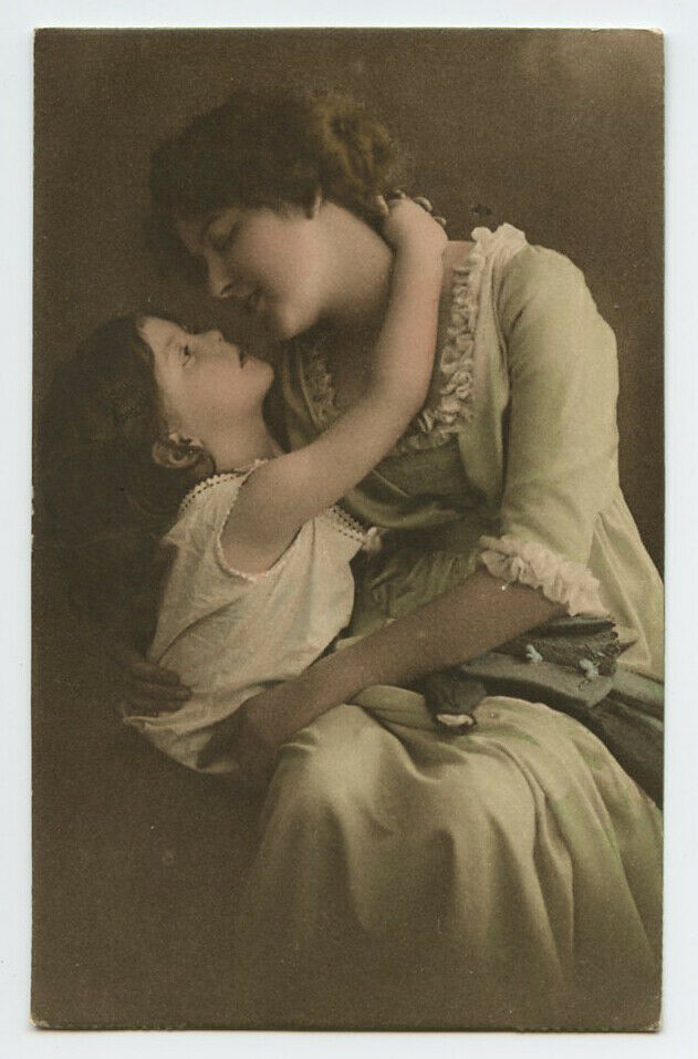 C 1910 European Glamour YOUNG MOTHER And DAUGHTER Child Photo Postcard - $9.99