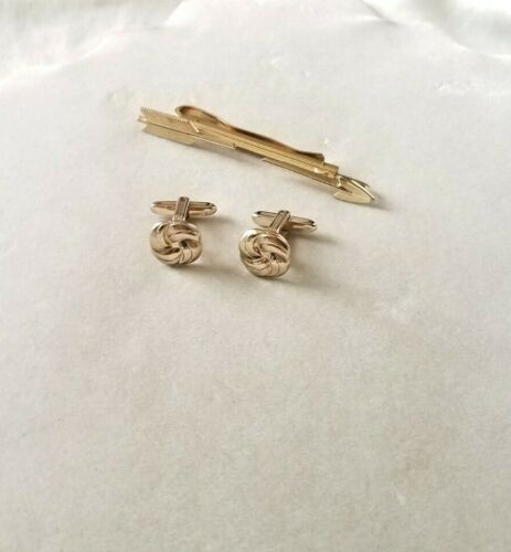 VINTAGE SIGNED HICKOK MIXED LOT OF 2  GOLD TONE TIE BAR & CUFF LINKS