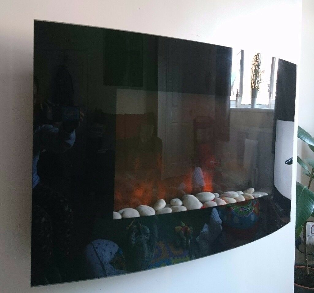 Wall mounted electric flame effect fire