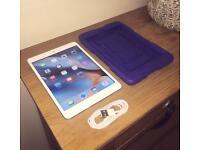 iPad Mini 16GB White/Silver (LIKE NEW)