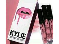 Kylie Jenner *NEW* Smile lip gloss kit