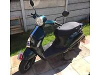 A 2016 Sinnis Encanto 50cc Scooter Learner legal Low milage