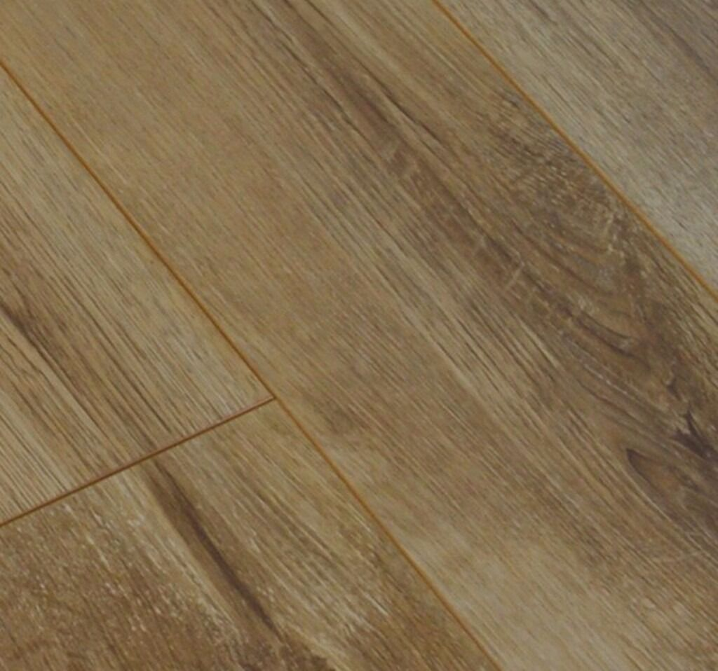 BRAND NEW 3 packs rustic oak 8mm v-groove click system laminate flooring 6 dquare metres in total