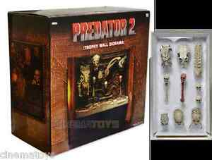Predators Trophy Wall Diorama + Accessory Pack Predator Skulls EXCLUSIVE NECA